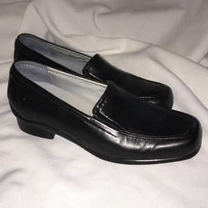 "Size 7 Black Leather ""Comfort Performance"" Loafer"